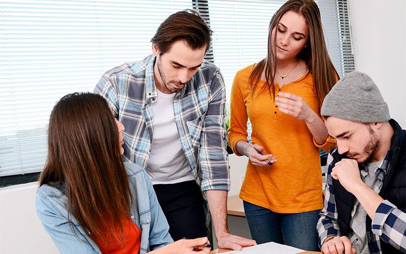 Junge Menschen im Ausbildungscoaching